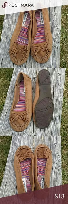 American Eagle size 9.5 tan moccasins American Eagle 9.5 tan moccasins with fringe. Very cute!!! American Eagle Outfitters Shoes Moccasins