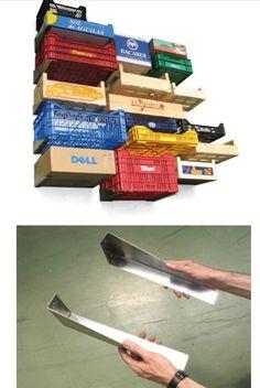 """Conteneurs boîtes, série """"ils ont besoin de toi"""", Curro Claret, 2003. Éléments métalliques destinés à supporter des boites."""