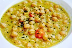 This greek chickpea soup is out of the norm, yet very easy to make, with a little tahini and the fresh tangy fragrance of oranges – four to be precise! Greek Recipes, Vegan Recipes, Cooking Recipes, Food Porn, Legumes Recipe, Greek Cooking, The Kitchen Food Network, Different Recipes, The Fresh