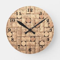 You can make a DIY Cork Board in any shape or size. You just need some wine corks, a frame, and a little time to create your own custom DIY Cork ornaments. Wine Craft, Wine Cork Crafts, Wine Bottle Crafts, Wooden Crafts, Diy Cork, Wine Cork Art, Wine Cork Boards, Wine Cork Table, Wine Cork Holder