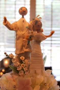 look at the bride's dress [cake topper]