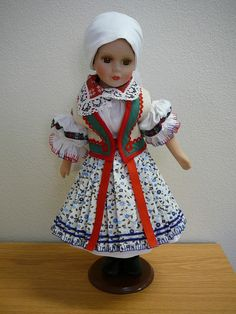 Krojovaná porcelánová panenka - Horňácko