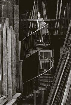 photo Jeanloup Sieff, robe Christian Dior, Paris, Jardin des Modes, 1960