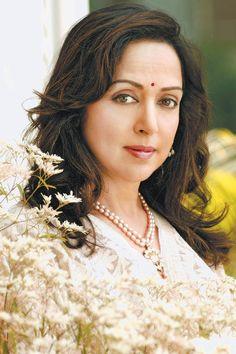 Beauty Full Girl, Beauty Women, Hollywood Actresses, Indian Actresses, Most Beautiful Bollywood Actress, Indian Face, Hema Malini, Indian Goddess, Actress Anushka