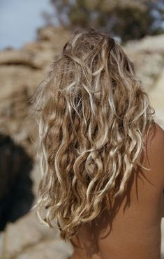 Do you like your wavy hair and do not change it for anything? But it's not always easy to put your curls in value … Need some hairstyle ideas to magnify your wavy hair? Summer Hairstyles, Messy Hairstyles, Updo Hairstyle, Surf Hair, Gorgeous Hair, Beautiful, Hair Looks, New Hair, Hair Inspiration