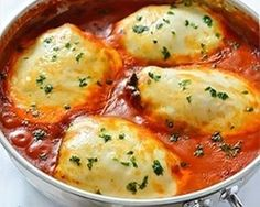 Chicken with Spinach and Mozzarella. Chicken with Spinach and Mozzarella in Tomato Sauce aka Chicken Florentine- Italians really know how to cook! Chicken Tomato Sauce Recipe, Chicken Recipes With Tomatoes, Baked Chicken Recipes, Lemon Chicken, Romano Chicken, Chicken Recepies, Italian Chicken, Breaded Chicken, Sauce Recipes