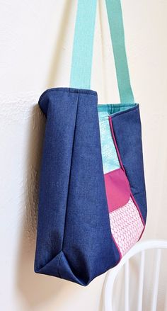 Learn how to make a large recessed zipper tote bag using pretty quilting cotton and denim fabric. Step by step tutorial for a large zippered tote bag.