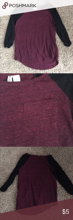 Maroon and black baseball tee New, worn a few times! Super comfy and cute! Ask any questions, pet and smoke free home, ❌no trades!!!❌ H&M Tops Tees - Short Sleeve