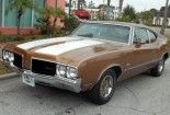 This 1967 Oldsmobile 442 (chassis 338177Z104471) is a Hurst equipped 4-speed manual car that's described as being in above-average driver condition. It looks solid and clean, and though the seller believes it's an authentic 442 they stop short of vouching for matching numbers. A few detail