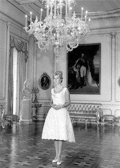 The Duchess of Alba poses of young in the Palace of Liria