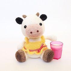 Im a fashion cow so I sell my milk the fancy way! #zoomigurumi3 #littlemuggles #amigurumibook #amigurumi #crochetersofinstagram #crochet #crochetaddict #crafts  #diy #crochetlove #amigurumipatterns @littlemuggles