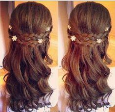 Este peinado es perfecto para una fiesta formal, para una primera comunión hasta para una boda.