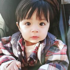 A imagem pode conter: 1 pessoa, close-up Cute Baby Boy, Lil Baby, Baby Kids, Cute Asian Babies, Korean Babies, Baby Pictures, Baby Photos, Cute Babies Photography, Baby Tumblr