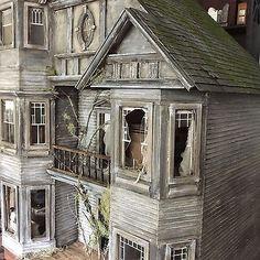Abandoned-Dollhouse-OOAK-Custom-Dollhouse