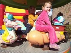 Koksijde kids! We verwennen op 11 en 12 april 2015 jouw kinderen met een gratis outdoor speeltuin in de straten van Koksijde.