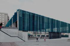 Garmendia Arquitectos\ Pista Polideportiva en Barakaldo within the Salesian School. Stadium Architecture, Spanish Architecture, Commercial Architecture, Facade Architecture, Contemporary Architecture, Patio Grande, Discovery Bay, Building Skin, Cladding Systems