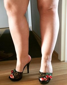 Sexy fat bbw feet in sandals