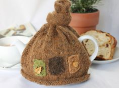 Very charming egg cosies and tea cosy made from Rowan felted tweed DK, decorated with wooden buttons, will brighten up any breakfast. Crochet Geek, Form Crochet, Hand Crochet, Baby Knitting Patterns, Baby Patterns, Scarf Patterns, Knitting Tutorials, Knitting Ideas, Finger Knitting