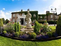 Ringwood Hall Hotel, Derbyshire. The hotel is set in 6 acres of formal gardens surrounded by 29 acres of parkland, and our image gallery provides you with a flavour of the garden through the seasons and the wonderful backcloth it creates for photographic images for each of the seasons.