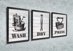Quadros para Lavanderia - Wash, dry, press  Decore a área de sua lavanderia com este kit de quadros (3 peças).    Com um estilo rústico, eles são compostos de ilustrações vintage de objetos antigos máquina de lavar (Wash), prendedor de roupa (Dry) e ferro de passar (press).   #lavanderia #guia de lavagem #lavar #passar #secar #quadrosdecorativos #laundry #laundryroom #wash #dry #fold #repeat #lavar #secar #dobrar #repeat #lavanderia #selfservice #lavar #passar #dobrar #repetir