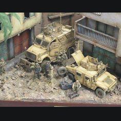 Great Dio!!! Unknown Modeler From: MRAP vehicles / real and models #scalemodel #plastimodelismo #scalemodelkit #diorama #plasticmodel #plastickits #usinadoskits #udk #miniatura #miniatur #hobby #guerra #war #scalemodelsworld #plastimodelo #soldiers #bomb #bomba #soldados