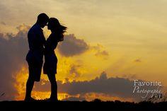 © Favorite Photography | Sunset Engagement Pictures | Engagement Photos | Outdoor Engagement Photography | Natural Light Engagement Session