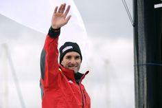 Jérémie Beyou - JEAN-SEBASTIEN EVRARD / AFP Jeremie Beyou avant le départ de la course du Vendée Globe.  http://www.la-croix.com/Actualite/Sport/Jeremie-Beyou-abandonne-apres-une-avarie-de-quille-_NG_-2012-11-19-877639