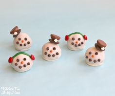 Christmas Snowman Oreo Cookie Balls - these are so cute and easy to make! Such a fun Holiday treat that everyone always raves about!