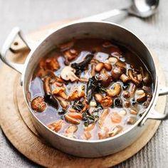 Minestronesoep met paddenstoelen en bonen maak je met het recept van ZTRDG.nl. Kijk voor dit najaarsrecept op de site. Lees meer op ZTRDG.nl.