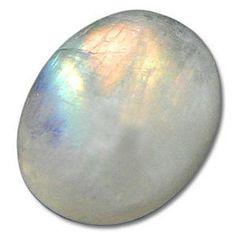 La piedra de la #luna, se usa para atraer la fortuna para tener mayor intuición y atraer el éxito en el amor y potenciar la fertilidad. #amuletos