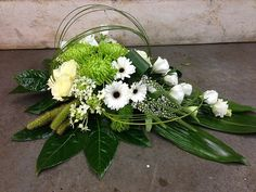 Idea gior Grave Flowers, Cemetery Flowers, Church Flowers, Funeral Flowers, Creative Flower Arrangements, Funeral Flower Arrangements, Ikebana Flower Arrangement, Floral Arrangements, Deco Floral