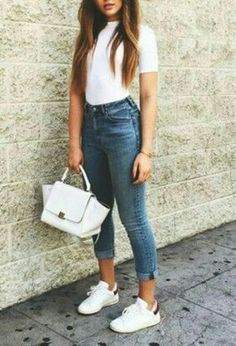 My outfit with my white bags of Chanel, white Adidas's sneakers, blue Forever21's jeans, and white t-shirts of the brand Zara