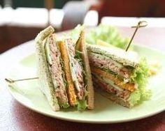 Club sandwich aux maquereaux : http://www.cuisineaz.com/recettes/club-sandwich-aux-maquereaux-79258.aspx