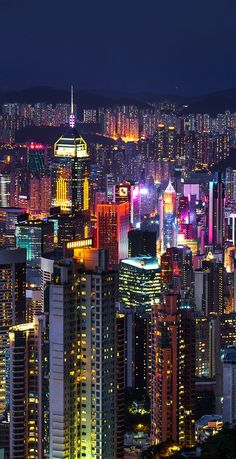 New York Discover Hong Kong - Dimensions Of Urban Aesthetics Night Aesthetic, City Aesthetic, Travel Aesthetic, Aesthetic Bedroom, Aesthetic Grunge, Aesthetic Vintage, Aesthetic Girl, Urban Aesthetic, Cityscape Photography