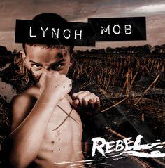 """http://polyprisma.de/wp-content/uploads/2015/06/LYNCH-MOB-rebel-COVER-1008x1024.jpg Lynch Mob: Neue Single """"Automatic Fix"""" http://polyprisma.de/2015/lynch-mob-neue-single-automatic-fix/ Pressetext: Lynchmob kehren am 28.August mit neuem Album """"Rebel"""" zurück! Lynch Mob kehren diesen Sommer mit ihrem neuesten Album zurück. Das sehnlich erwartete 8. Studioalbum wird am 21. August über Frontiers Music SRL veröffetlicht werden. Die erste vorabveröffentlichte Si"""