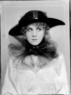 by Madame d'Ora, 1917
