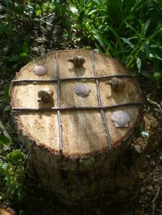 Tree Stump Tic Tac Toe - a different kind of play station - #garden #backyard…