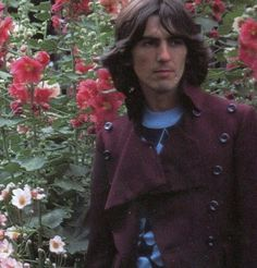 George Harrison wearing a great jacket. George Harrison, Olivia Harrison, Les Beatles, John Lennon Beatles, George Beatles, Great Bands, Cool Bands, Bug Boy, The Fab Four