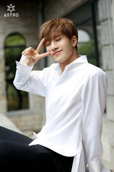 JinJin [진진] | Park Jinwoo [박진우]