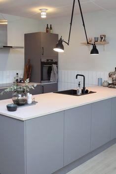Ikea Kitchen, Kitchen Dining, Cute Apartment, Interior Architecture, Houzz, Scandinavian Style, Furniture Design, Table, Room