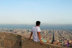 Barcelona has beautiful architecture, culture, nature and lots of tourists. So here is our 5 Tips to Enjoy Barcelona Like a Local.