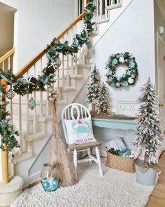 The Chic Technique: Coastal Christmas Foyer Coastal Christmas Decor, Nautical Christmas, Blue Christmas, Christmas Themes, Coastal Decor, All Things Christmas, Christmas Holidays, Christmas Crafts, Christmas Ornaments