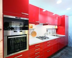 Bright red kitchen in Barcelona (Spain) - Campaya