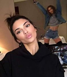 KENDALL'S BIRTHDAY PROJECT! Kendall's birthday is coming and we need to do something cool for her ❤️I want to make a video with wishes and… Kendall Jenner Mode, Kendall Jenner Makeup, Estilo Jenner, Estilo Kardashian, Kardashian Fashion, Kardashian Style, Kardashian Kollection, Kardashian Jenner, Kardashian Workout