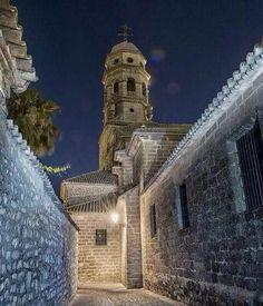 Pasear por las calles de Baeza #Jaén de noche tiene su encanto