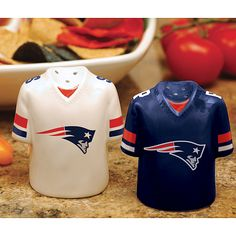 New England Patriots set I sware I accidentally stared collecting salt and  pepper shakers New England 1a1b667d9