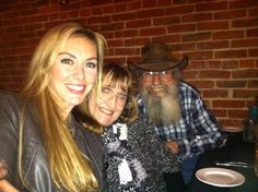 Duck Dynasty: Uncle Si, his wife Christine, & Jessica Robertson Duck Dynasty Cast, Duck Dynasty Family, Robertson Family, Phil Robertson, Jep And Jessica, Miss Kays, Duck Calls, Duck Commander, Quack Quack