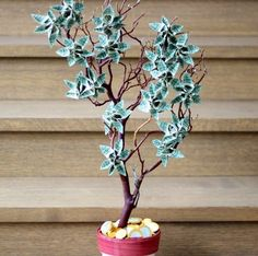 Zur Hochzeit einen Baum mit Geldscheinen und -münzen verschenken