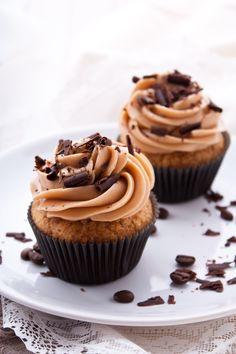 Prueba esta deliciosa receta de cupcakes de café son ideales para un postre en cualquier ocasión vas a ver que a todos les encantará.