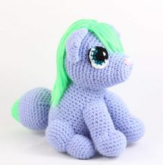 Crochet an anime looking fox with this easy free crochet pattern! Visit our site to strt making it now. Crochet Dinosaur Pattern Free, Crochet Dog Patterns, Baby Cardigan Knitting Pattern, Amigurumi Patterns, Knitting Patterns, Crochet Gratis, Free Crochet, Crochet Hooks, Lana